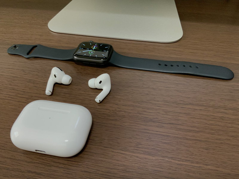 Apple Watch series5とAirPods Pro